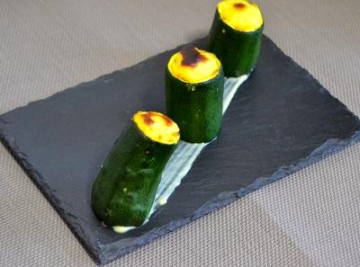 Calabacines rellenos con bechamel al curry